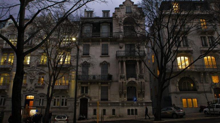 Franceses e brasileiros são os estrangeiros que mais compram casa em Portugal
