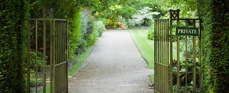 PRIVATE GATE - Real Estate